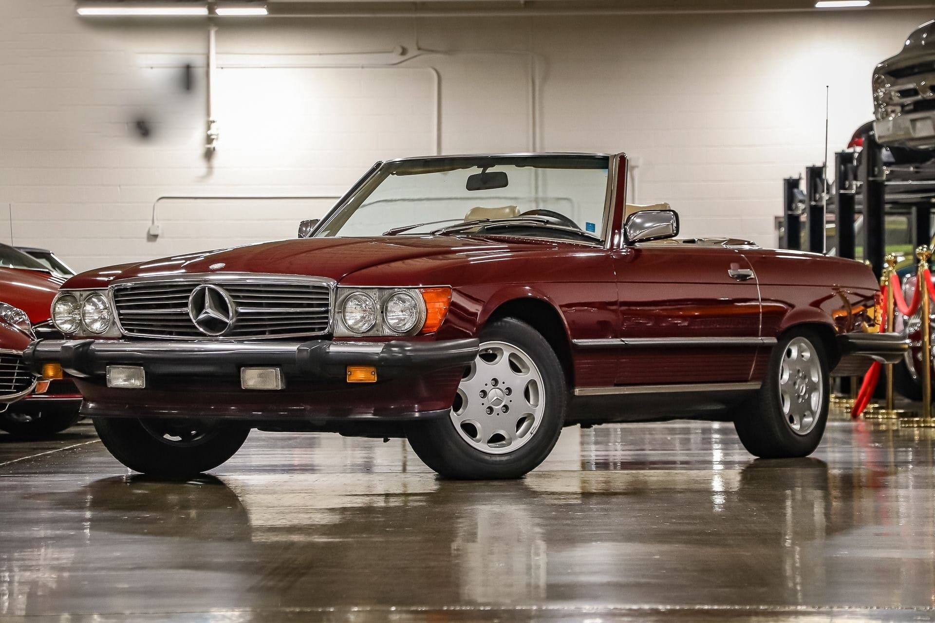 Mercedes SL 560 à vendre European vintage Cars.